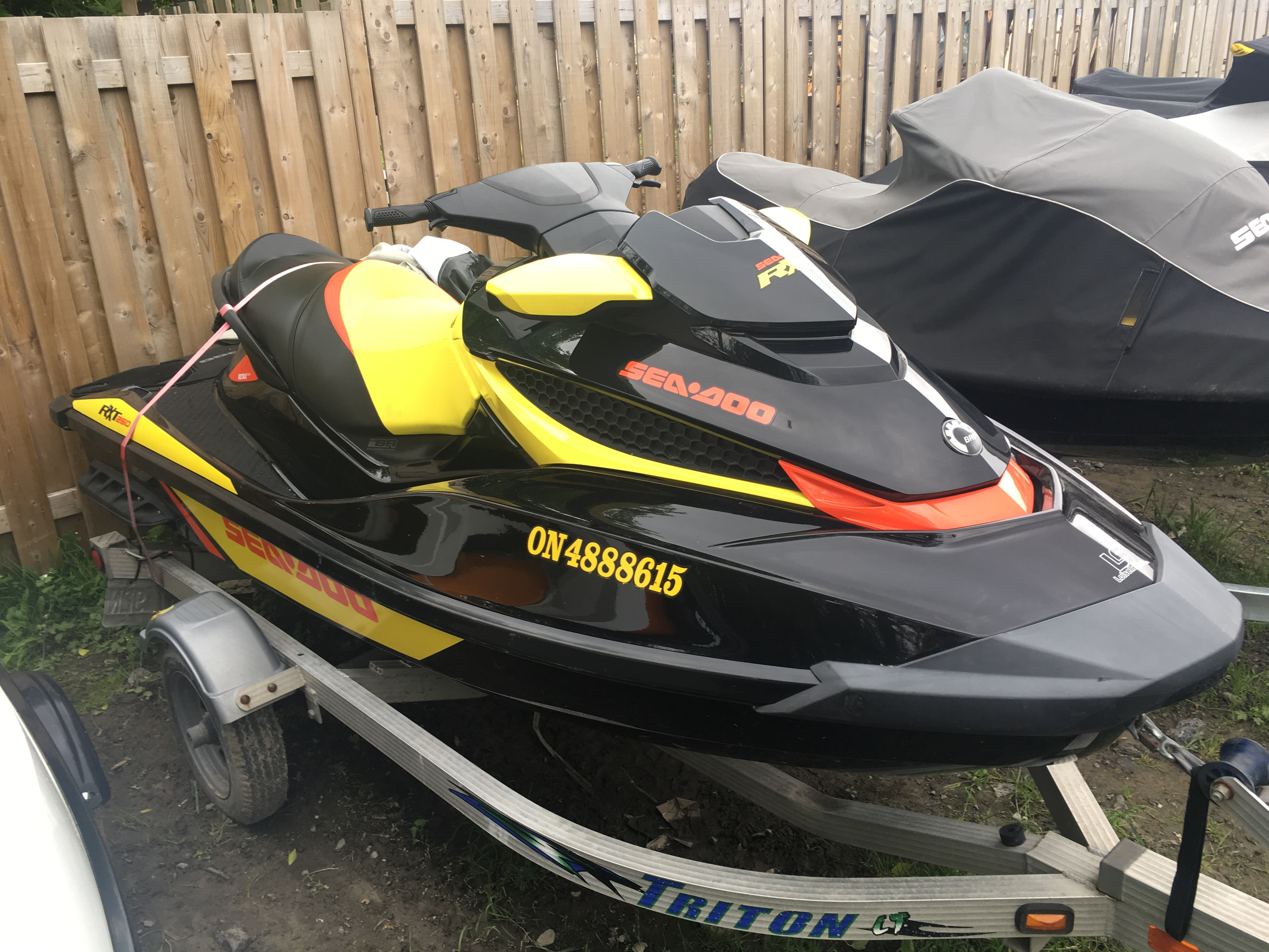 2015 Sea-doo RXT 260 Black-Yellow-Red for sale in Ottawa